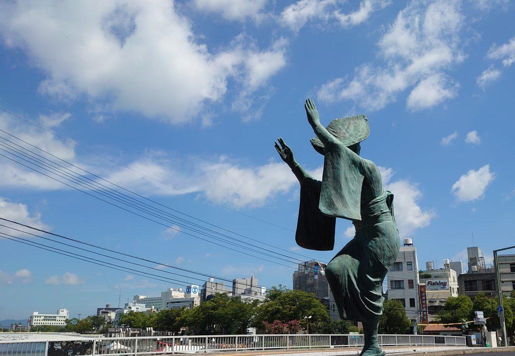 両国橋の阿波踊り像